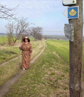 Stadtführerin Frau Hübler als Pilgerin auf dem Jacobsweg