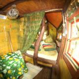 Wohnbereich - Kulturinsel Einsiedel - Baumhaushotel: Baba-Doros Kräuterkate