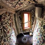 Toilette - Kulturinsel Einsiedel - Baumhaushotel: Judkas Trollfamilienhaus