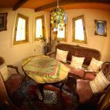 Sitzecke - Kulturinsel Einsiedel - Baumhaushotel: Bergamos Gäste-Nest