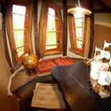 Wohnraum - Kulturinsel Einsiedel - Baumhaushotel: Thor-Alfons Astpalast
