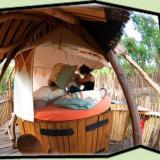 Innenansicht - Kulturinsel Einsiedel - Baumhaushotel: Baumbett