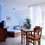 Essen- und Schlafbereich mit Loggia - Weichaer Hof Ferienwohnung II
