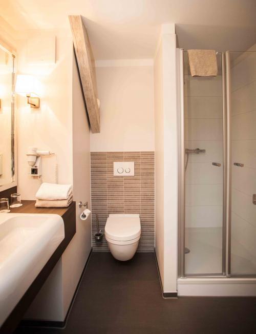 badezimmer best western hotel via regia g rlitz. Black Bedroom Furniture Sets. Home Design Ideas
