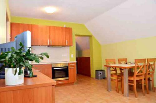 k che und wohnbereich weichaer hof ferienwohnung iii. Black Bedroom Furniture Sets. Home Design Ideas